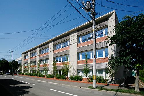 札幌市立伏見中学校(北海道)設計:日建設計