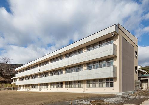 岡谷市立岡谷西部中学校(長野県) 設計:坂本建築事務所